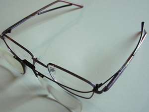 computer-special-over-glasses-on-glasses